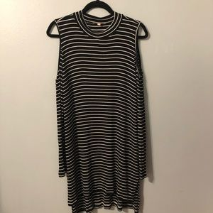 Gibson Latimer B/W Striped Cold Shoulder Top